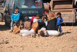 حالات مآساوية لنازحي مدينة الرقة .. لا غذاء ولا دواء
