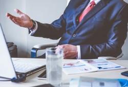 3 علامات على أن رئيسك بالعمل لديه مشكلة شخصية معك