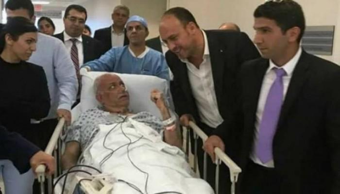 """استدعاء عائلة عريقات لـ""""توديعه"""" بعد تدهور حالته عقب إصابته بفيروس كورونا"""