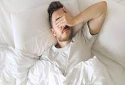 7 عادات غذائية خاطئة تؤثر على استقرار نومك.. تعرف عليها