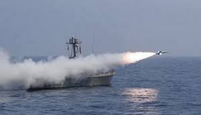 استهداف سفينة إيرانية في البحر الأحمر.. وأمريكا تنفي مسؤوليتها