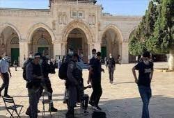 """الاحتلال الصهيوني يمنع فلسطينيي الضفة من الصلاة بـ""""الأقصى"""""""