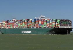 """سلطات الانقلاب تحتجز سفينة """"إيفر غيفن"""" لحين دفع التعويضات"""