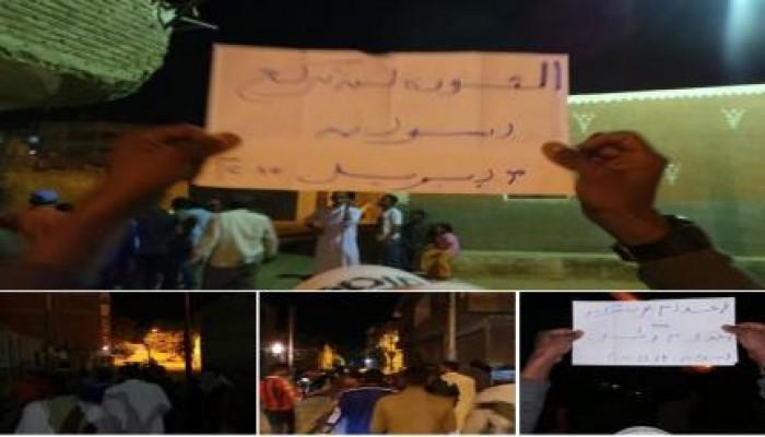 """مسيرة ليلية لثوار أسوان ضمن فعاليات """"لن تركع الثورة"""""""
