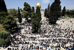 60 ألفا أدوا صلاة الجمعة الثالثة من رمضان في المسجد الأقصى