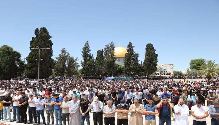 70 ألفًا يصلون الجمعة اليتيمة في رحاب الأقصى رغم قيود الاحتلال