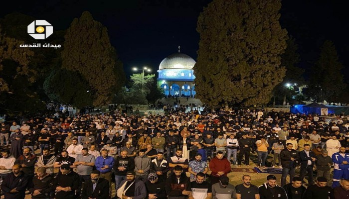 رغم إجراءات الاحتلال.. الآلاف يؤدون صلاة الفجر في الأقصى (صور)