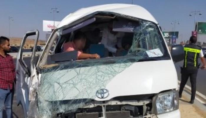 إصابة 11 شخصا فى انقلاب سيارة ربع نقل على الطريق الصحراوى الغربي بالمنيا