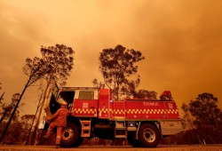 عشرات الحرائق بكندا وكاليفورنيا.. ودعوات لمواجهة أزمة المناخ